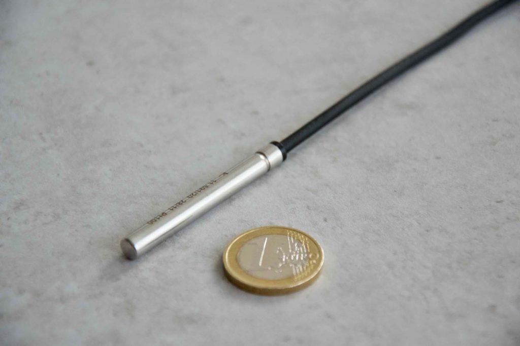 Kabeltemperaturfühler Pt1000 mit TPE-Umspritzung, auch Thermoplast Kabelfühler genannt.